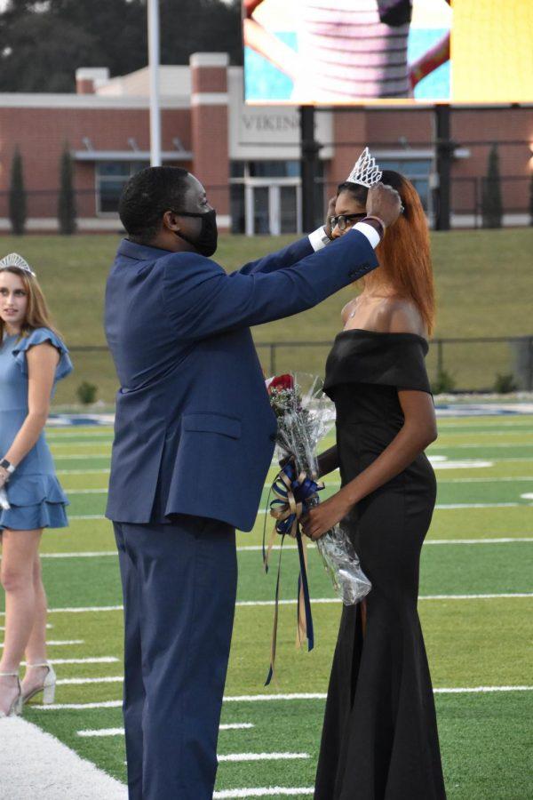 Principal Vance Jones crowns Trinity Blackley (12) as the 2020 SHS Homecoming Queen.