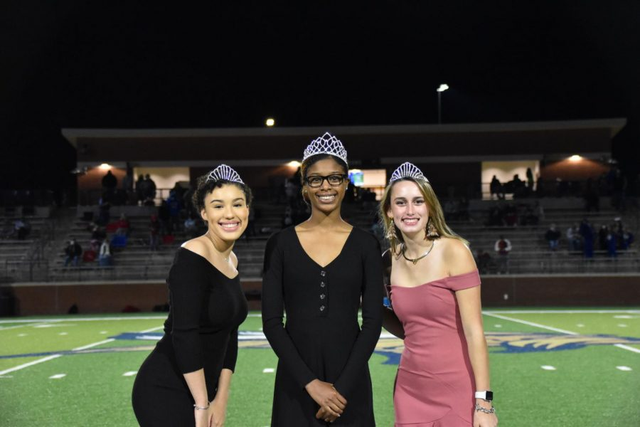 Homecoming+Queen+Trinity+Blackley+%28center%29+and+the+two+runners+up+Collene+Belue+%28left%29+and+Catherine+Karn+%28right%29.