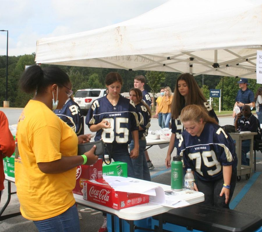 Student council sells drinks during Fun Lunch.