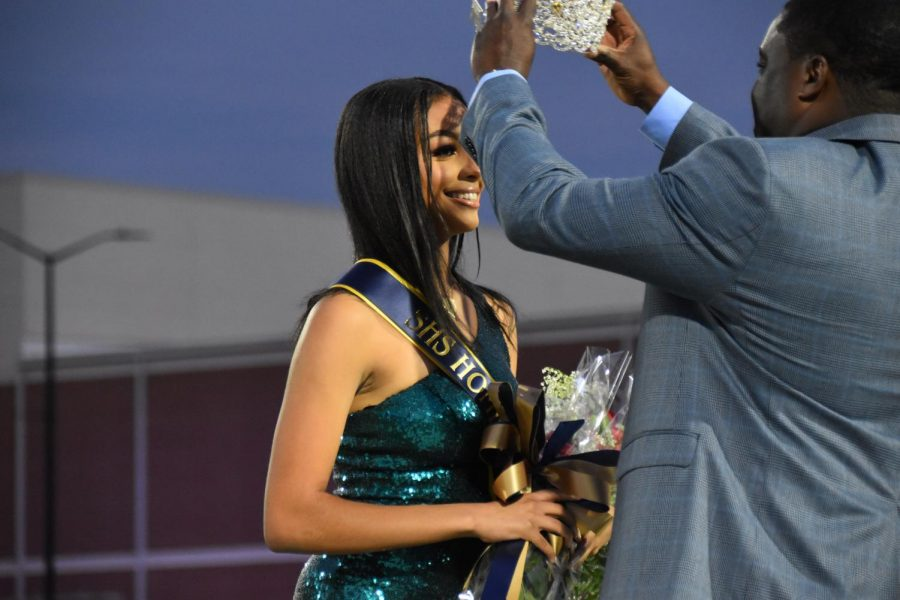 London Atchison (12) crowned as the 2021 SHS Homecoming Queen by principal Vance Jones.